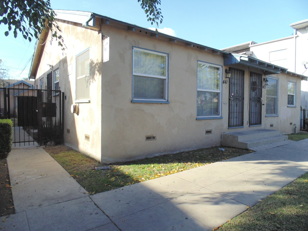 441 443 olive avenue southern california property management for Olive garden manhattan beach ca